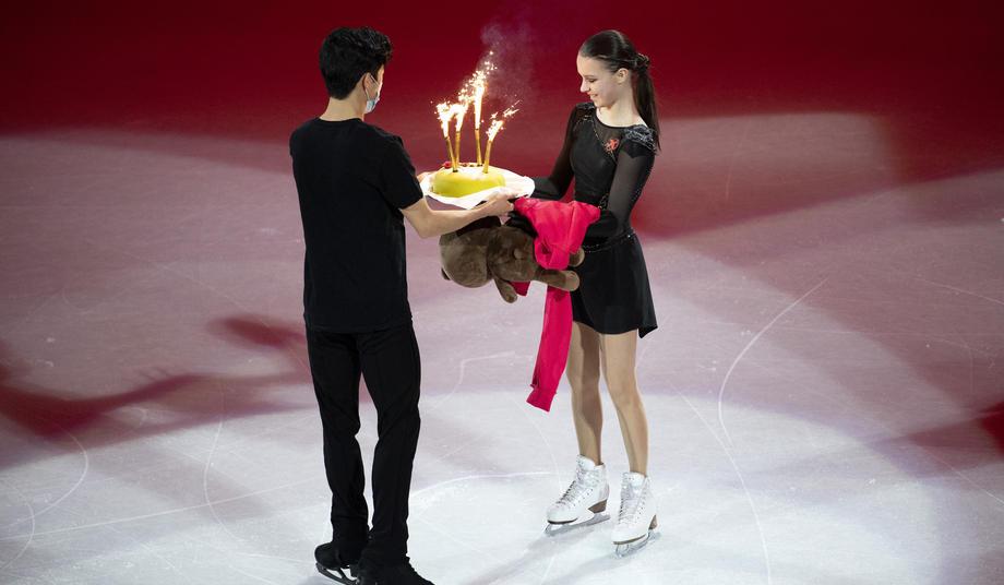 Щербакова рассказала, как пошла на риск с тортом на чемпионате мира - фото