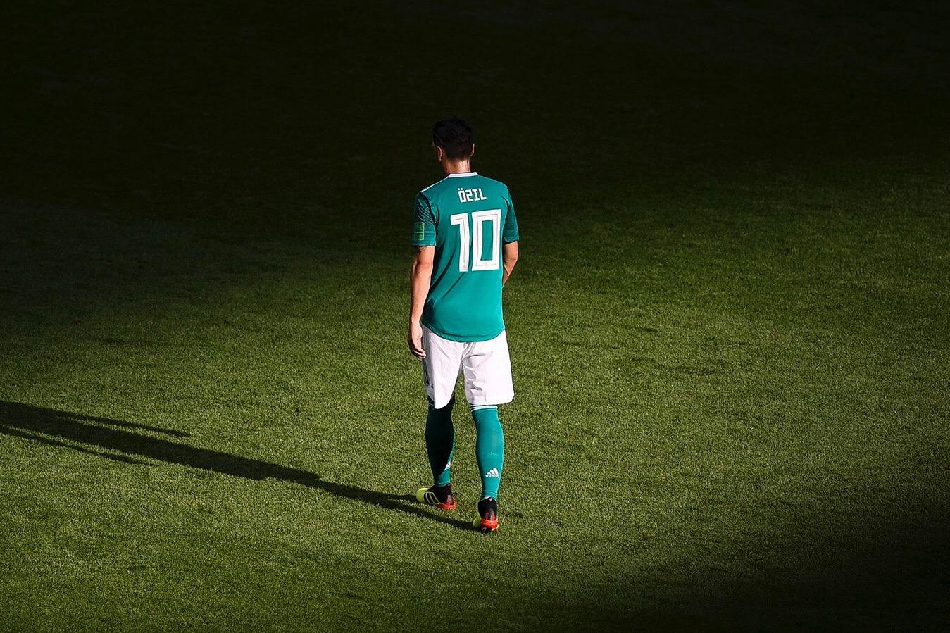 Месут Озил завершил карьеру в сборной Германии - фото