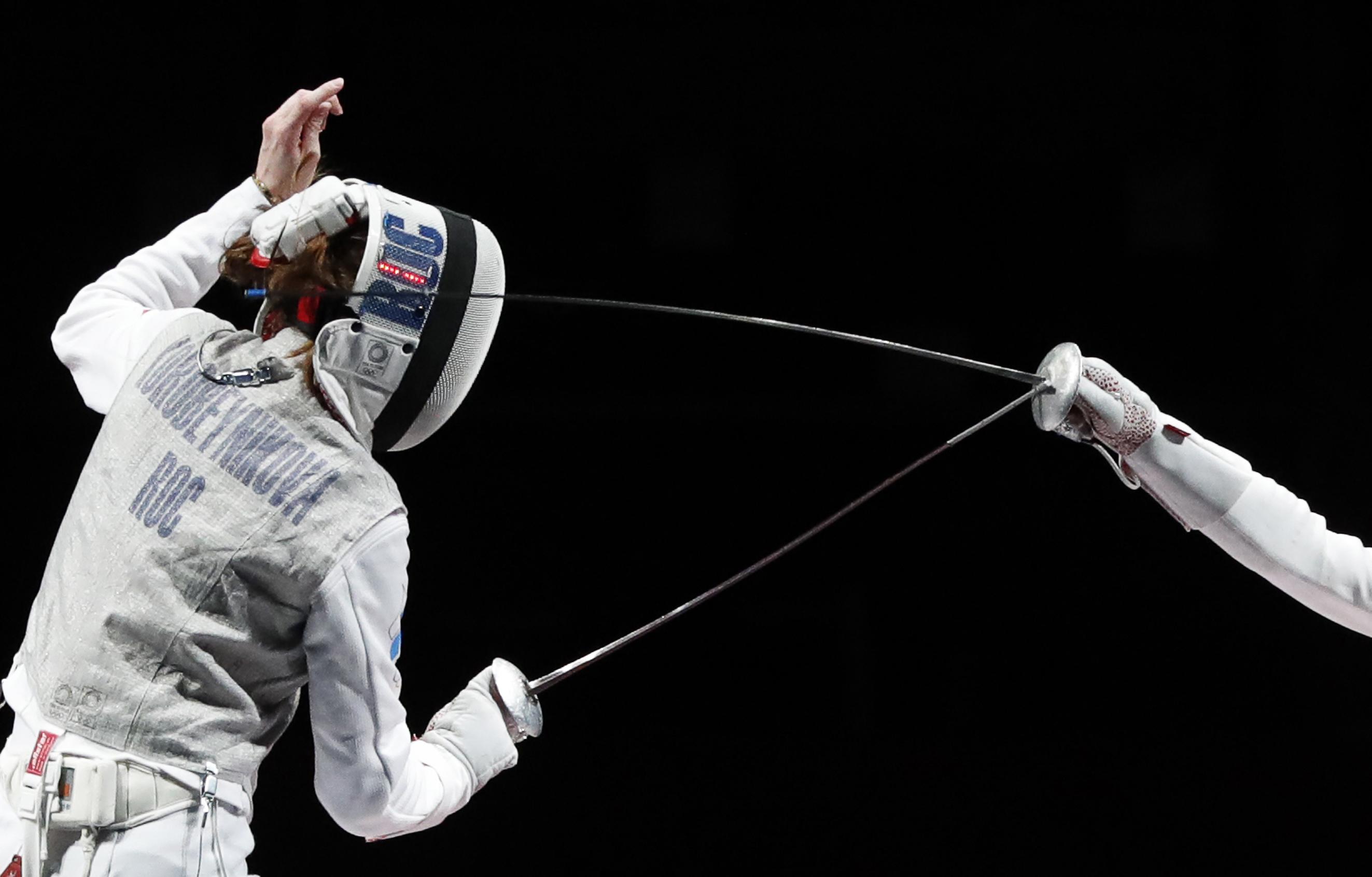 Коробейникова завоевала бронзу Олимпиады в фехтовании на рапирах - фото