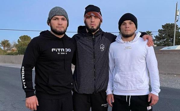 Хабиб Нурмагомедов примет участие в турнире UFC 259 - фото