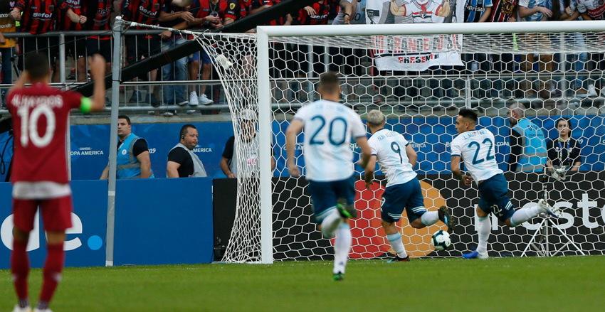 Аргентинская сборная заработала путевку в четвертьфинал Кубка Америки - фото