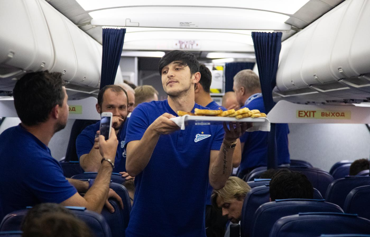 Год назад «Зенит» выиграл чемпионат России в самолете. Как это было? - фото