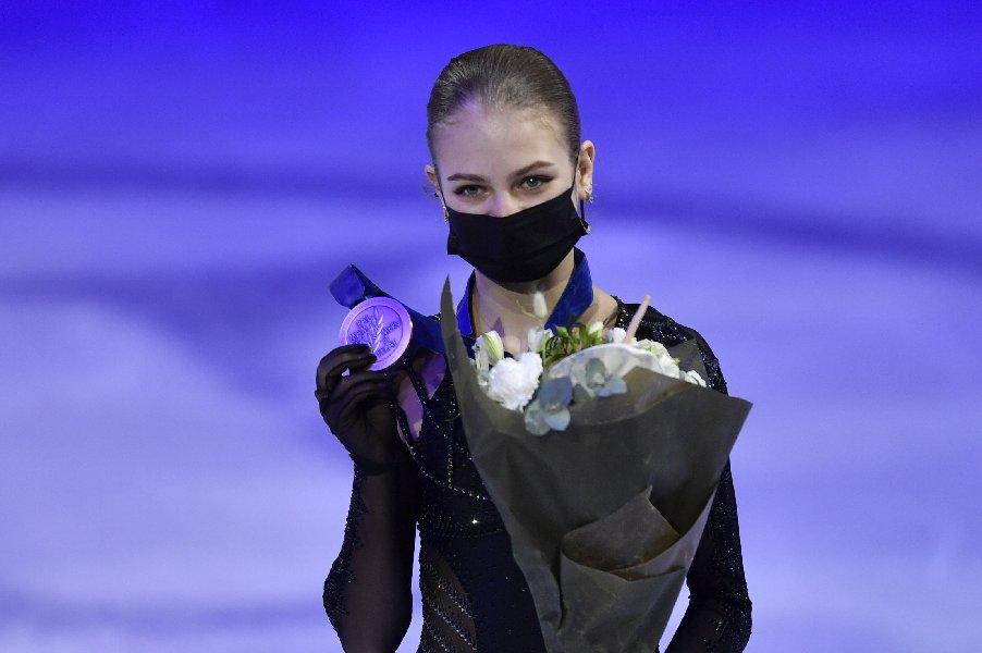 Трусова снялась с произвольной программы на этапе Кубка России - фото