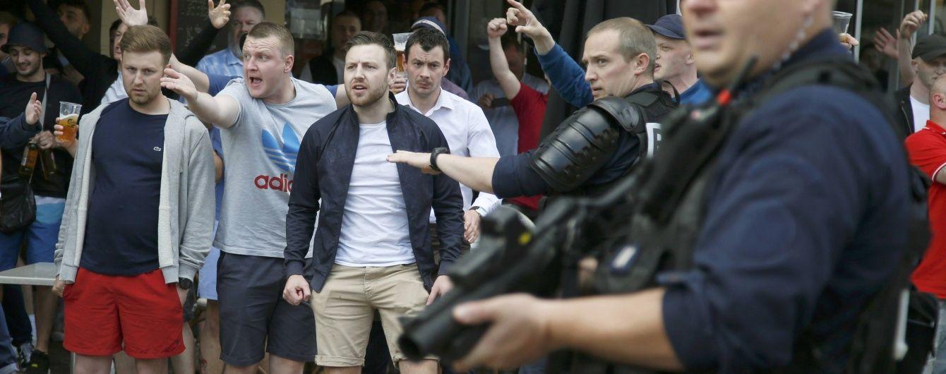 Фанаты «Ливерпуля» сбросили в фонтан азиатского туриста в Барселоне - фото