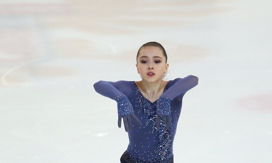 Камила Валиева сменила платье и выиграла этап Кубка России - фото