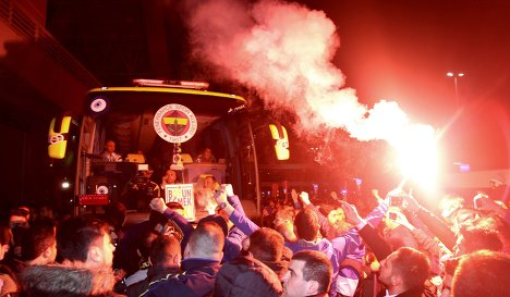 Матч «Галатасарай» — «Фенербахче» перенесли из-за возможности теракта - фото