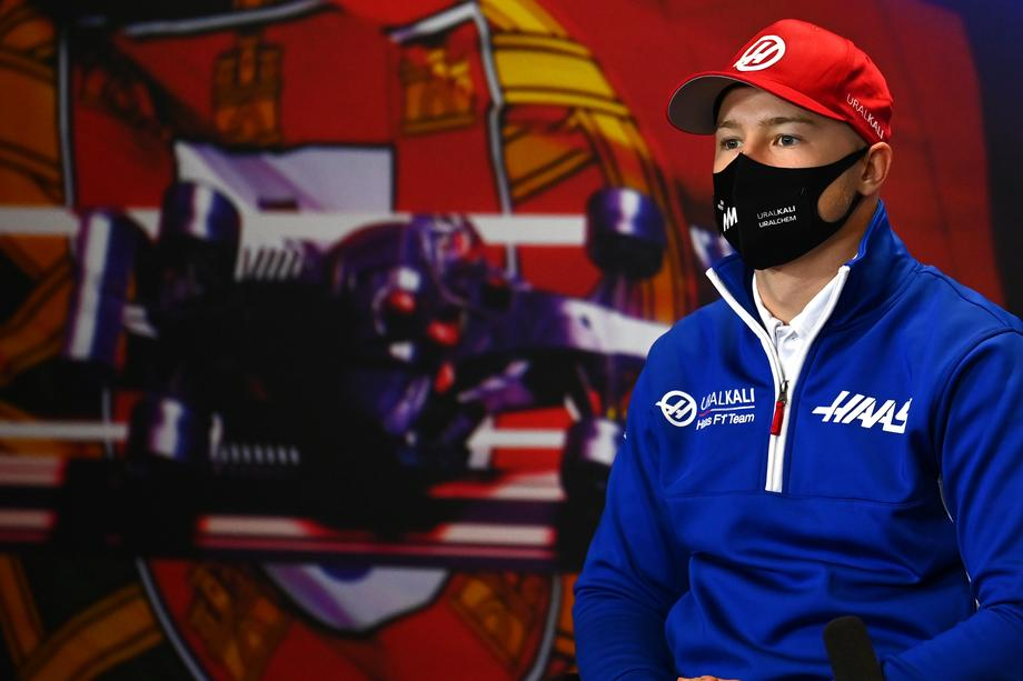 Британский пилот выиграл Гран-при Португалии, россиянин Мазепин занял последнее место - фото