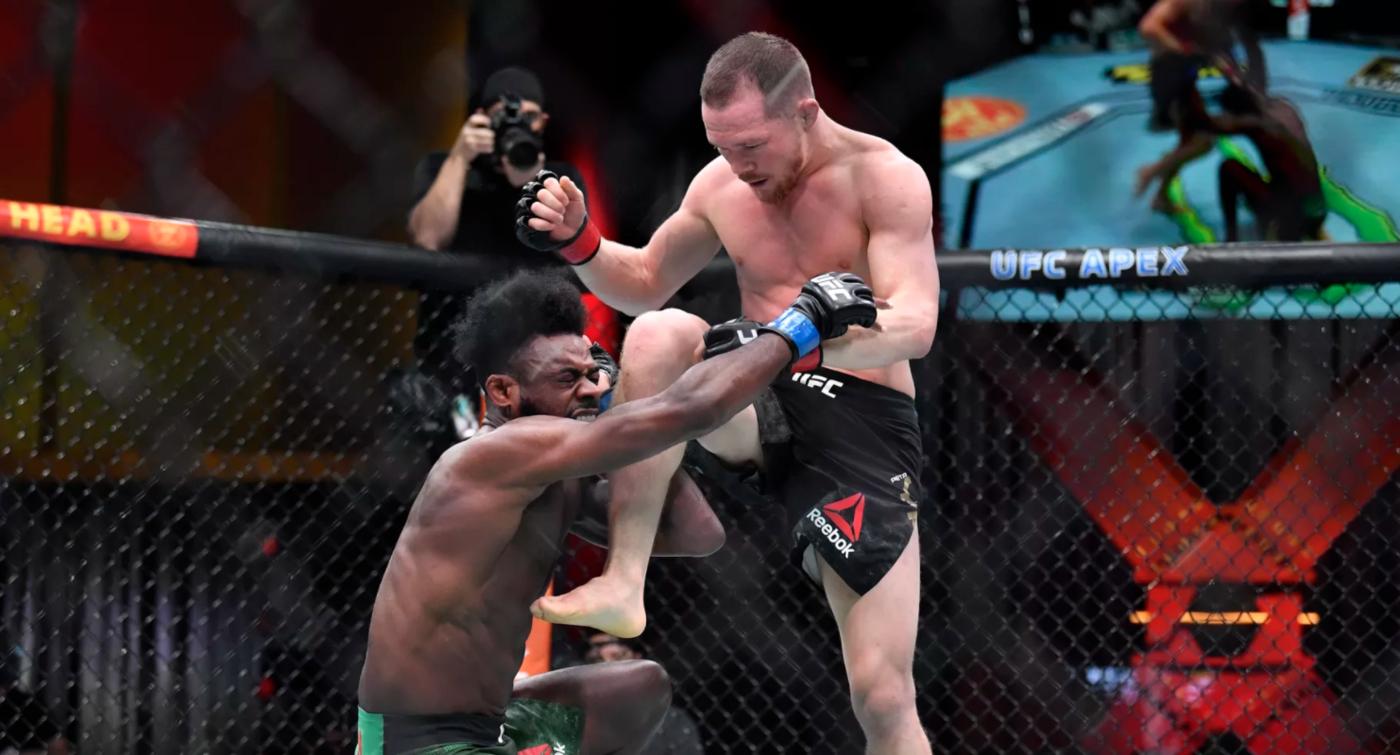 Скандал на турнире UFC! Угловые подставили Петра Яна, российский чемпион вынес соперника и был дисквалифицирован - фото