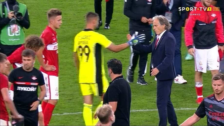 Главные тренеры «Спартака» и «Бенфики» не стали пожимать друг другу руки после матча Лиги чемпионов - фото