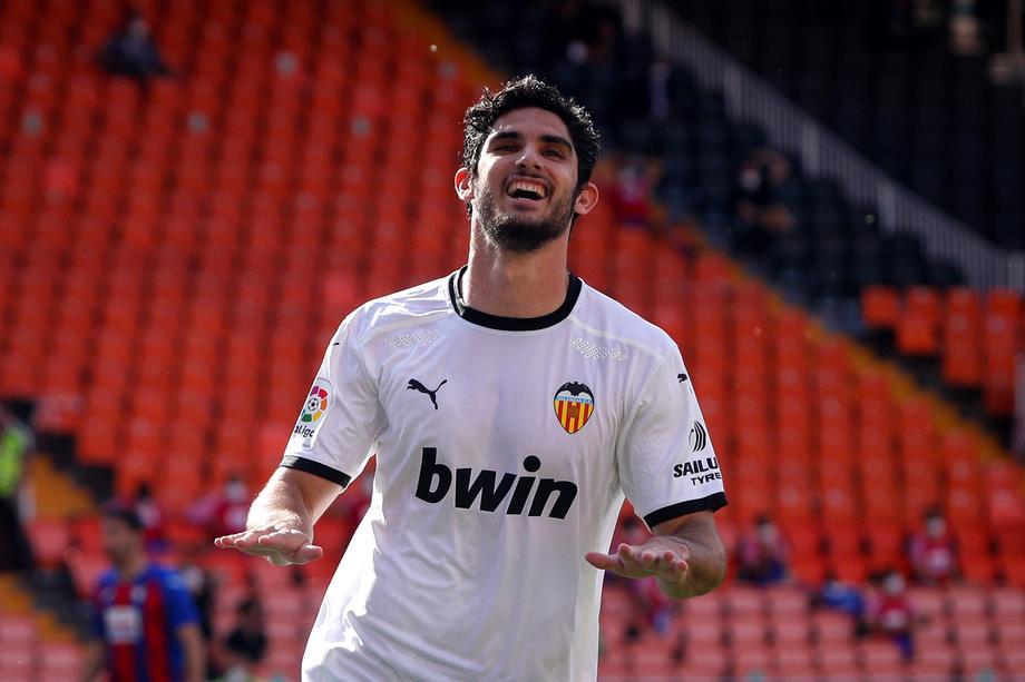 «Зенит» хочет подписать контракт с нападающим «Валенсии» - фото