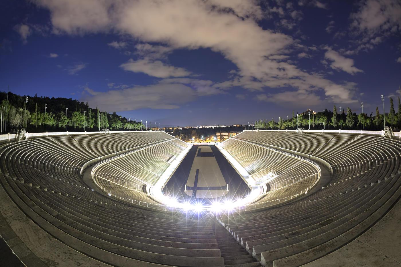 Почему греки любят все древнее? О победе на Евро они тоже начали забывать - фото