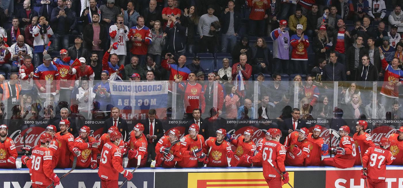 «Безбилетное путешествие». Как россияне дожидаются матча Россия – Финляндия - фото