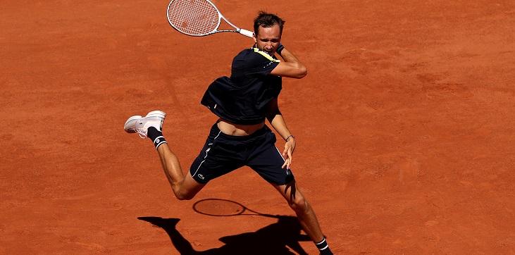 Медведев одержал историческую победу на «Ролан Гаррос». Надалю пора начинать волноваться? - фото