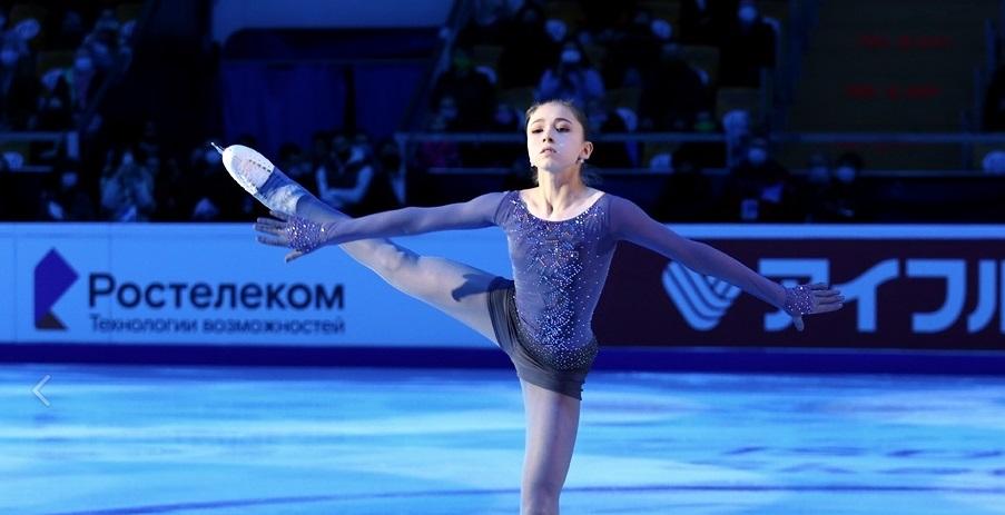 Камила Валиева упала с тройного акселя на чемпионате России - фото