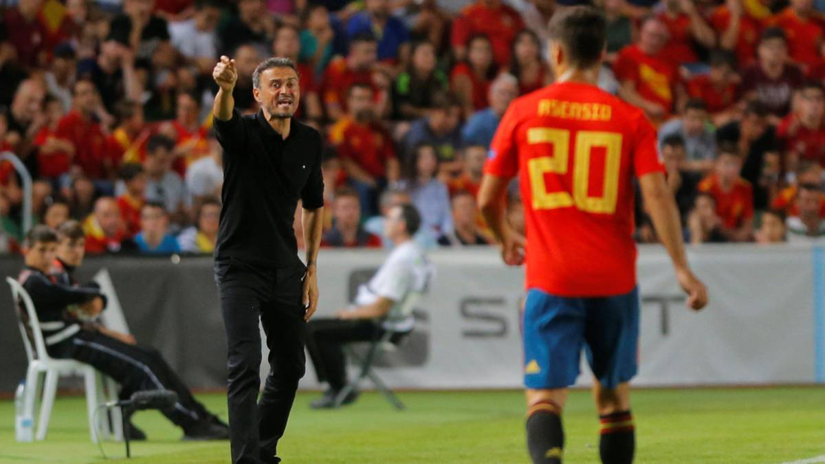 Президент испанской федерации устроил странную историю с возвращением Луиса Энрике. Недоволен никто - фото