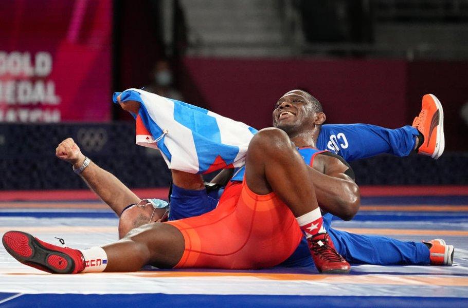 Все медали 3 августа в Токио: Российские борцы вступают в схватку за золото - фото