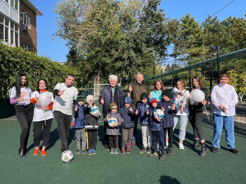 Лига Ставок подарила футбольную площадку воспитанникам Азовского центра помощи детям - фото