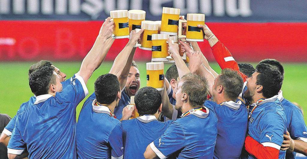 «Создать комфортные условия для болельщиков». Белоус поддерживает поправки к законопроекту о возврате пива на стадионы - фото