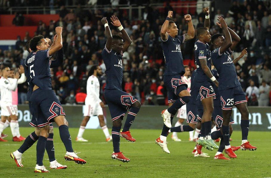 «Полнейший абсурд»: президент «Лиона» о пенальти в матче против ПСЖ - фото