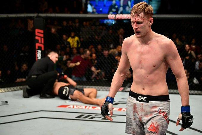 Волков упал в рейтинге UFC после боя с Блейдсом - фото