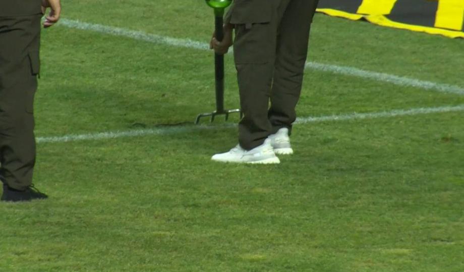 Вратарь «Ахмата» обнаружил змею в штрафной во время матча с «Сочи»  - фото