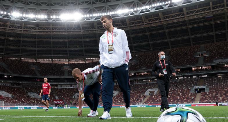 Орлов раскритиковал решение Карпина оставить Смолова в запасе - фото