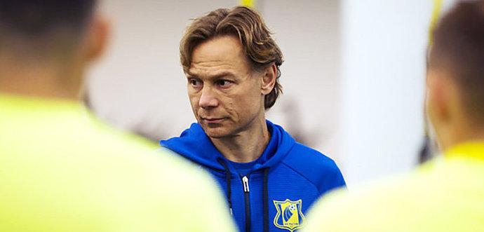 Валерий Карпин: В перерыве матча с «Зенитом» сказал игрокам пусть нам забьют еще три - фото