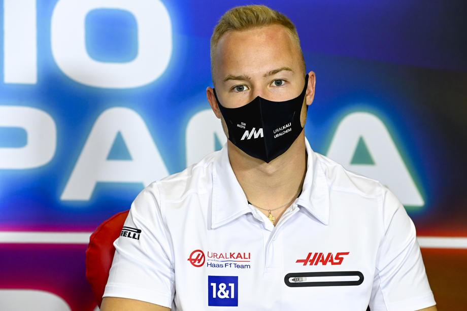 Не набравший ни одного очка российский гонщик «Формулы-1» раскритиковал свой болид - фото