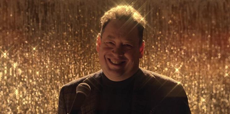 Новогодний ролик «Рубина» с поющим на английском Слуцким разорвал соцсети - фото