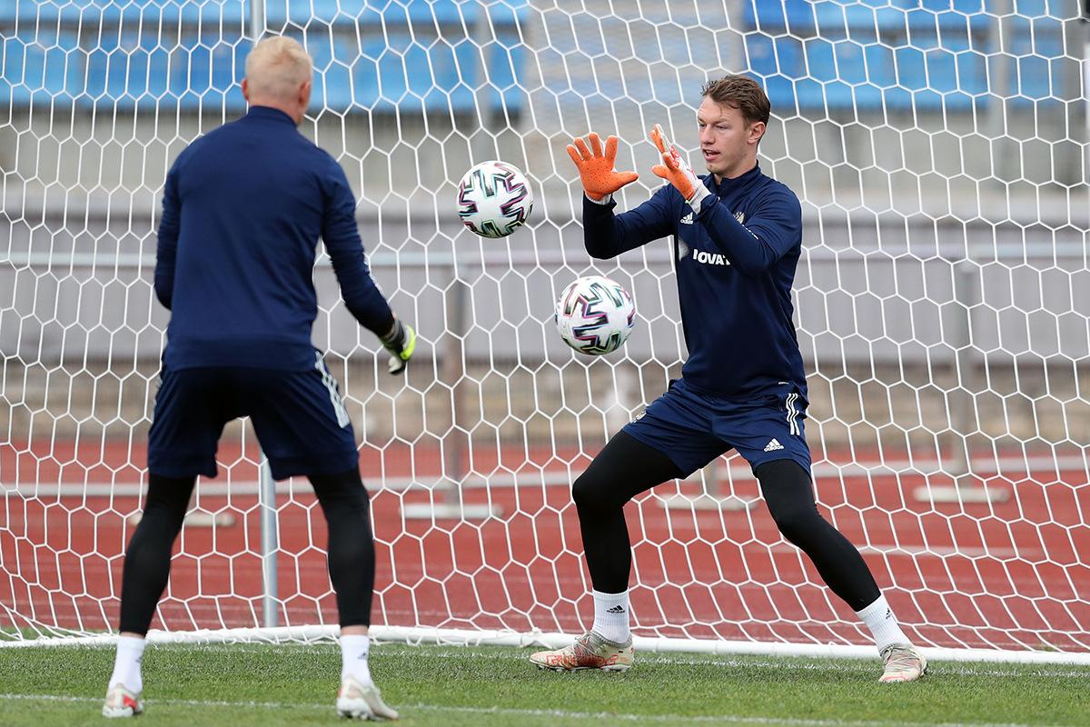 Ари: Сафонов лучший вратарь в России. Его должны поставить на игру - фото