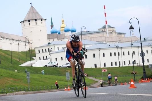 Минспорта Бурятии заявил, что ролик с паратриатлонистом Михаилом Асташовым – социальный, а деньгами спортсмена обеспечивает министерство - фото
