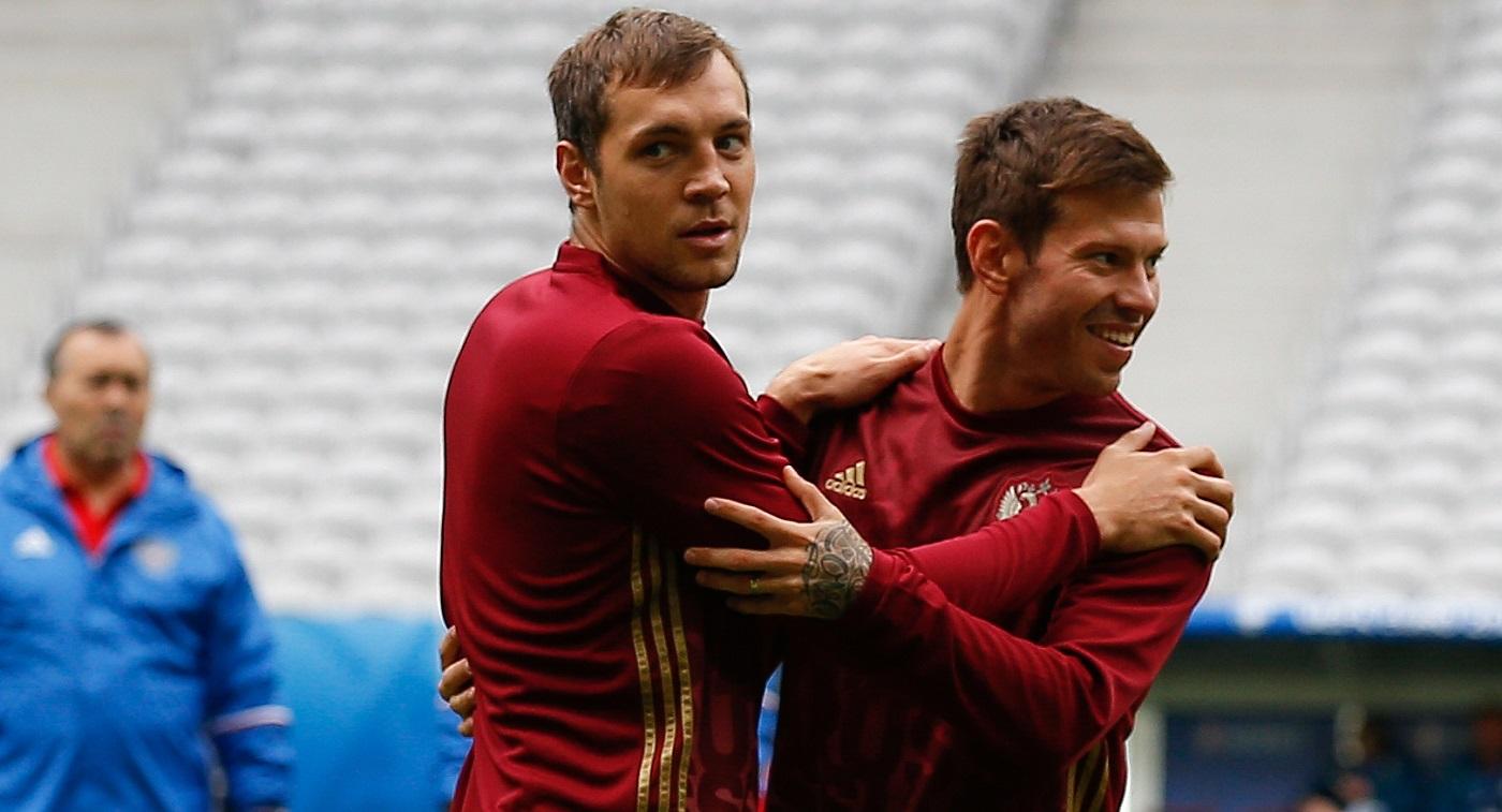 Загитова и Медведева объявились в нашем футболе. Конечно, они выясняют отношения - фото