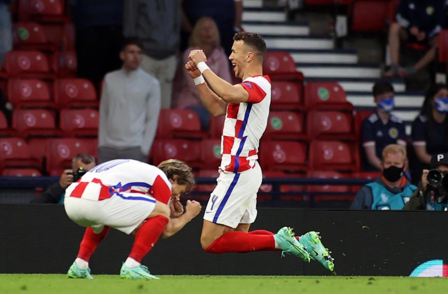 Хорватия потеряла своего ведущего форварда накануне матча 1/8 финала Евро с Испанией - фото