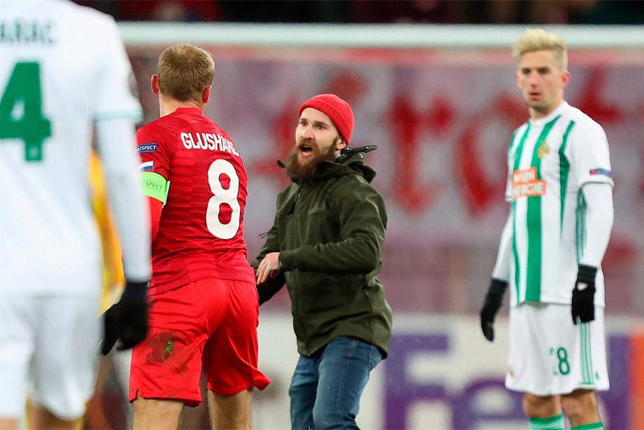 Напавший на Глушакова фанат «Спартака» посетил матч с «Зенитом» несмотря на бан - фото