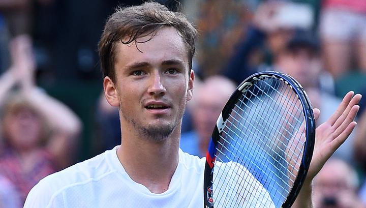Медведев обыграл Эрбера и прошел в четвертьфинал турнира в Роттердаме - фото