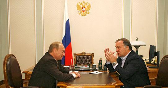 Адвокат сравнил себя с Путиным - фото