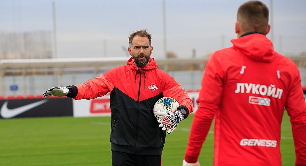 «Спартак» будет сотрудничать с клубом второй бундеслиги после прихода в клуб тренерского штаба Тедеско - фото