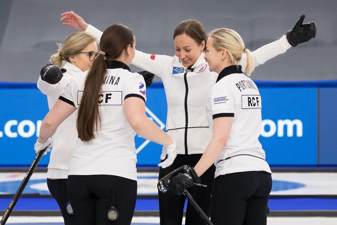 Женская сборная России по керлингу пробилась в финал чемпионата мира - фото