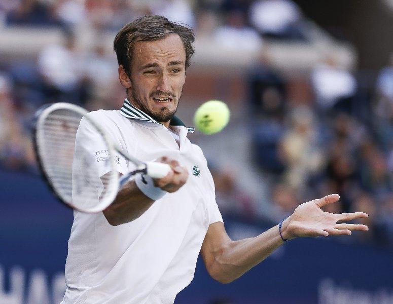 Медведев вышел в полуфинале US Open - фото