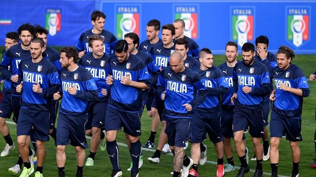 Италия с крупным счетом выиграла у Уругвая - фото