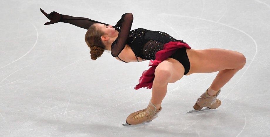Трусова с падением выиграла турнир в США - фото