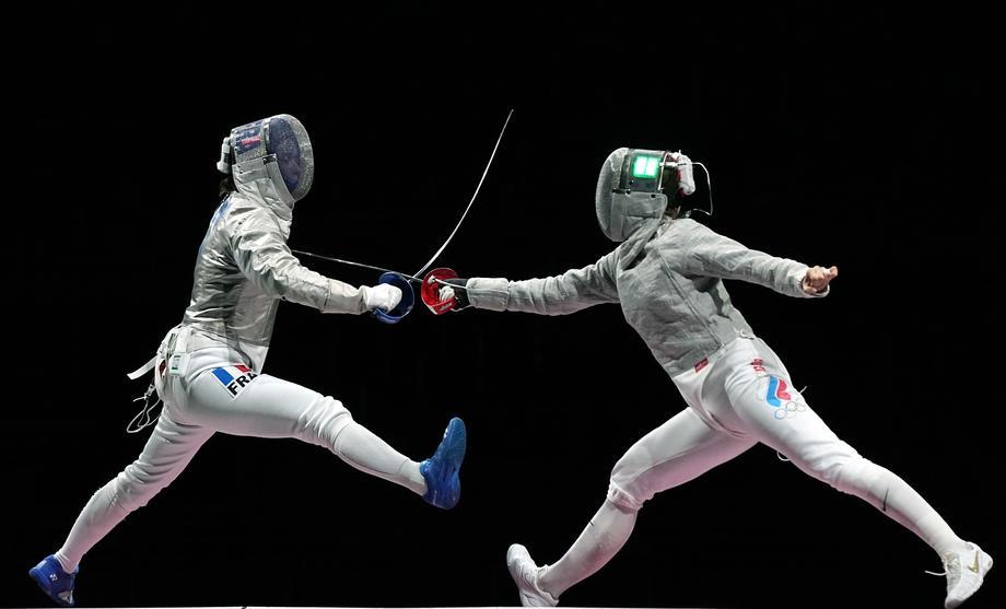 Первое субботнее золото России: саблистки первенствовали в командном турнире - фото