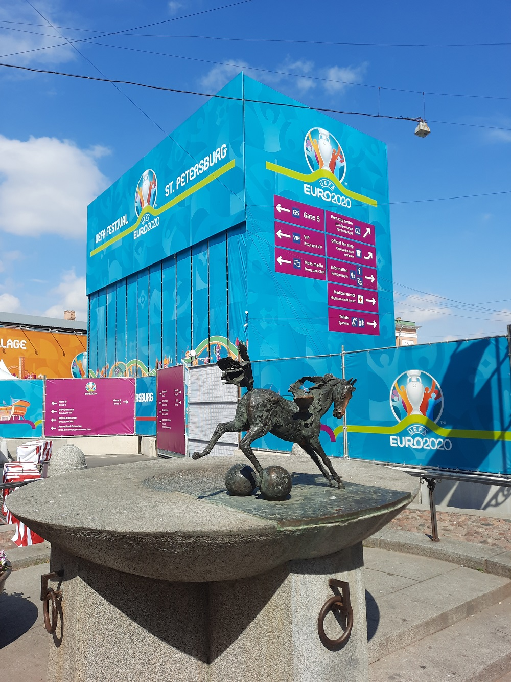 «Жизнь — командный вид спорта». Олег Матыцин посетил «Футбольную деревню» в Петербурге накануне матча Россия  — Бельгия - фото