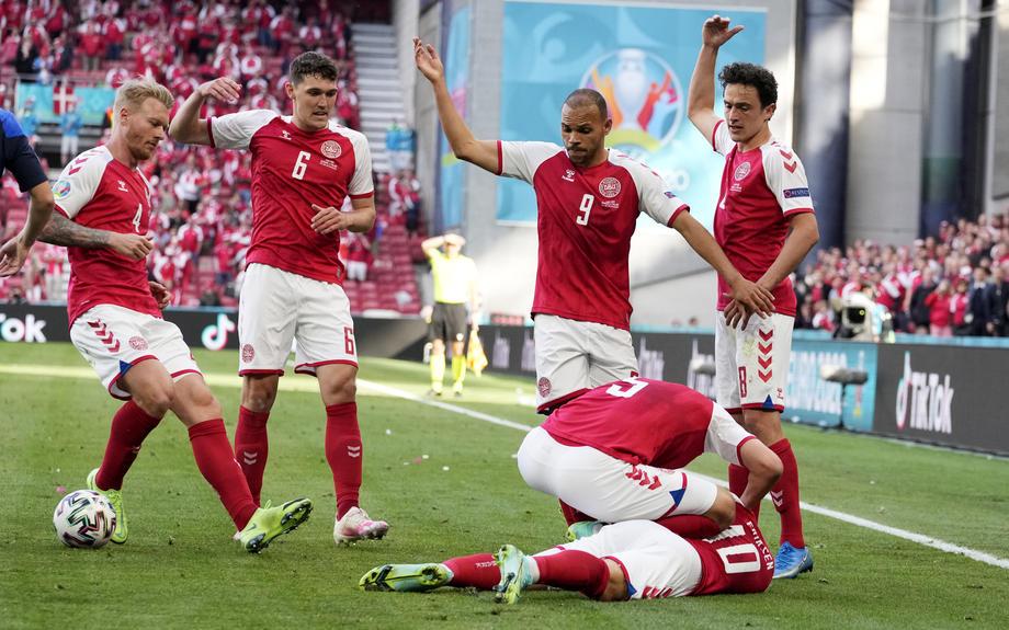 Бывший тренер «Спартака» Лаудруп раскритиковал решение УЕФА продолжить матч Дания – Финляндия - фото