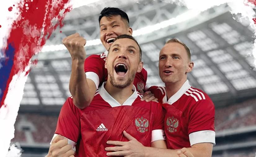 Adidas представил новую форму сборной России с белыми рукавами - фото
