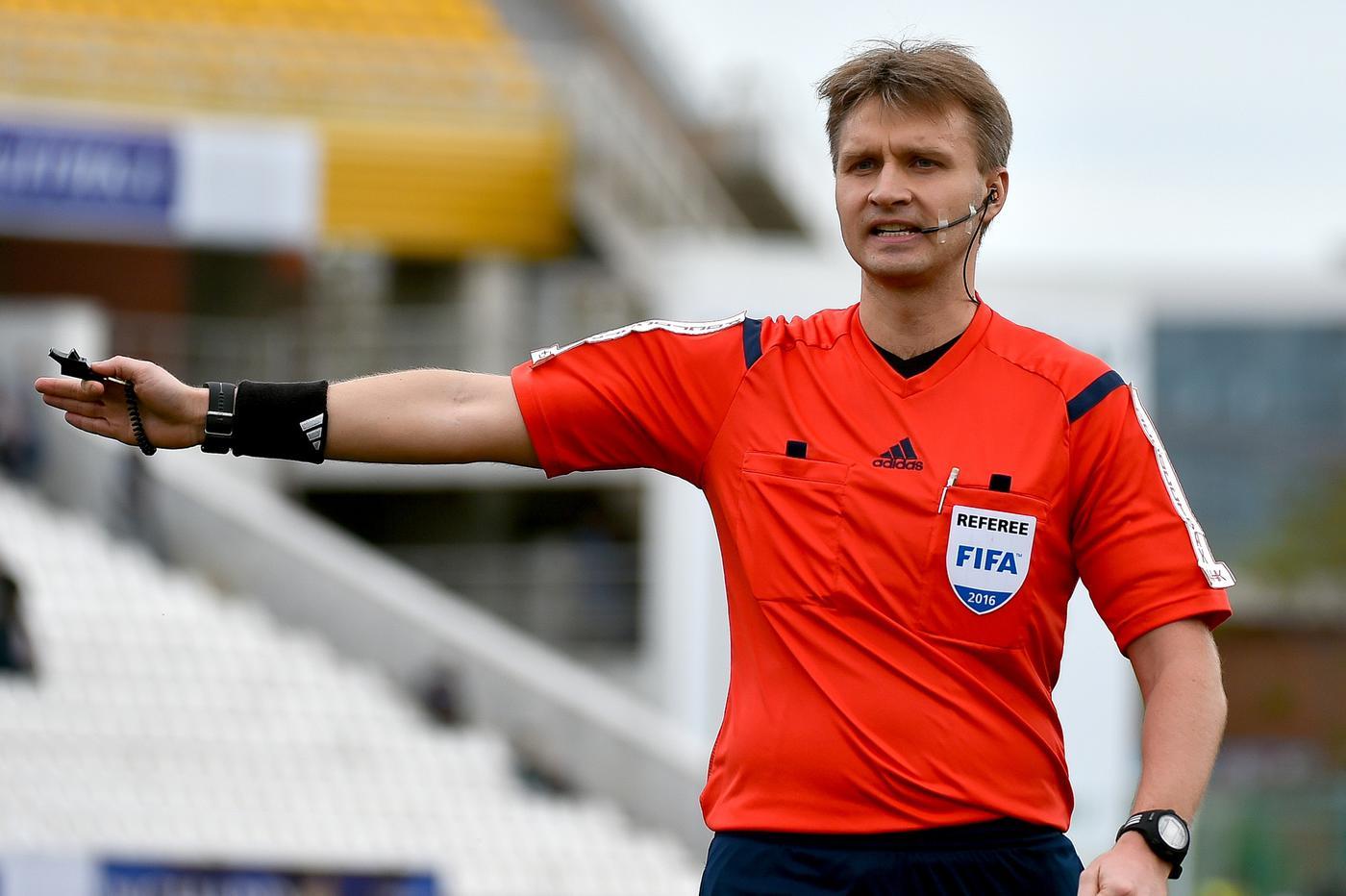 УЕФА отстранил арбитра РПЛ Лапочкина на 10 лет - фото