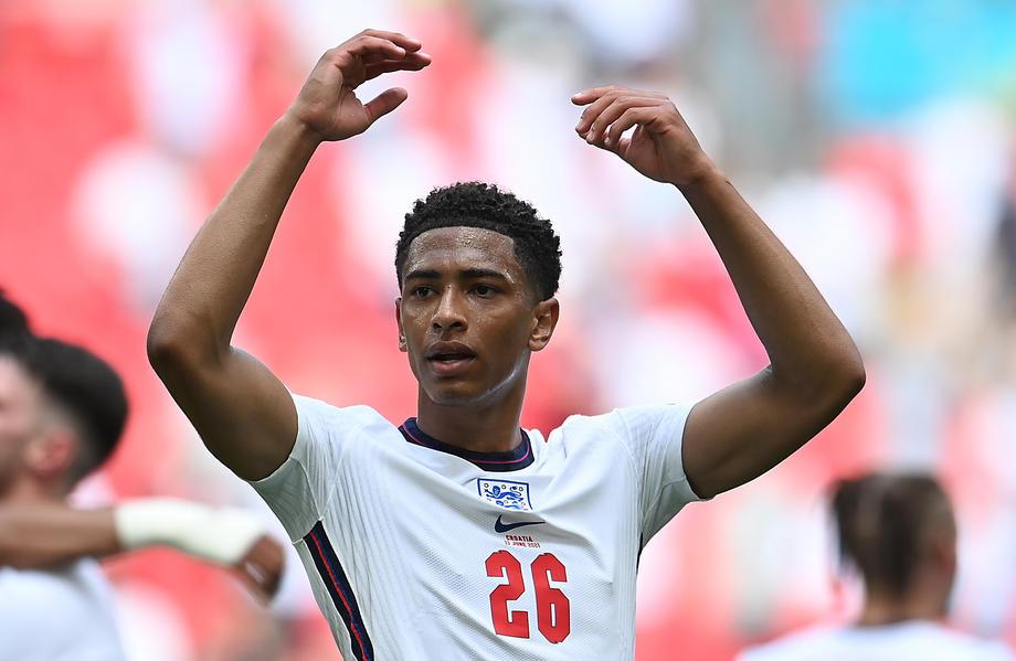 Полузащитник сборной Англии стал самым молодым игроком чемпионата Европы - фото