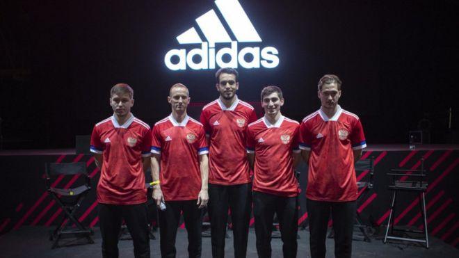 Adidas сшил форму для сборной России без разрешения - фото