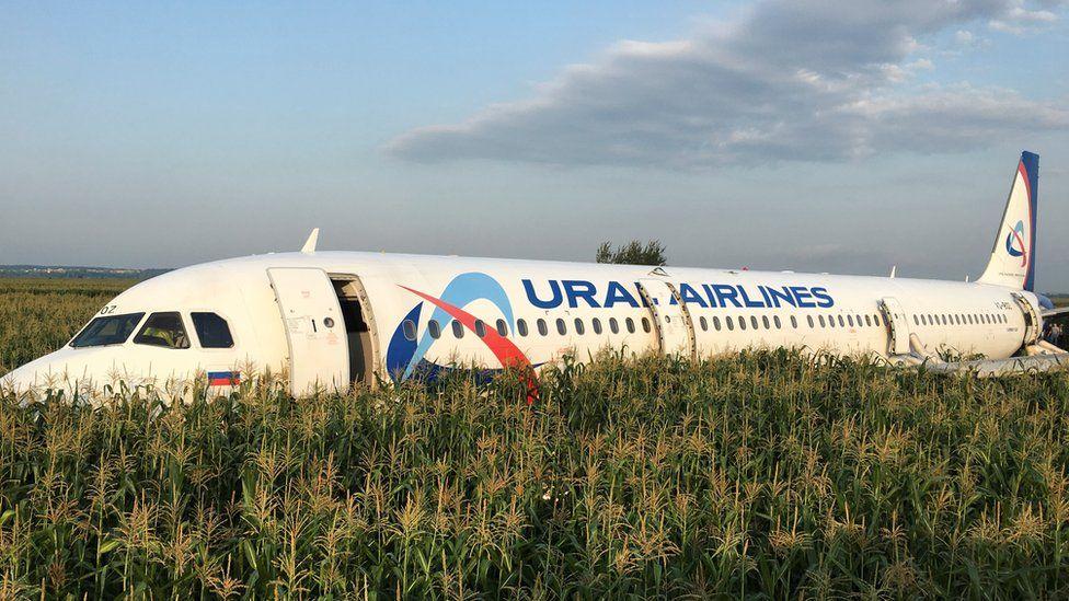 Все игры шестого тура РПЛ начнутся с оваций в честь экипажа, посадившего самолет на кукурузном поле - фото