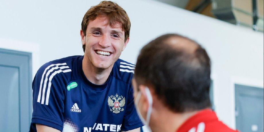 Покинувший сборную России Фернандес получил поздравление с днем рождения от команды - фото